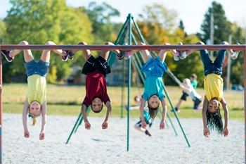 5 Reasons Kids Should Play Outside More